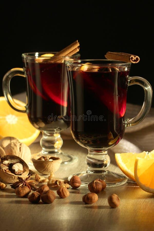 Чашки с обдумыванным вином стоковое изображение rf