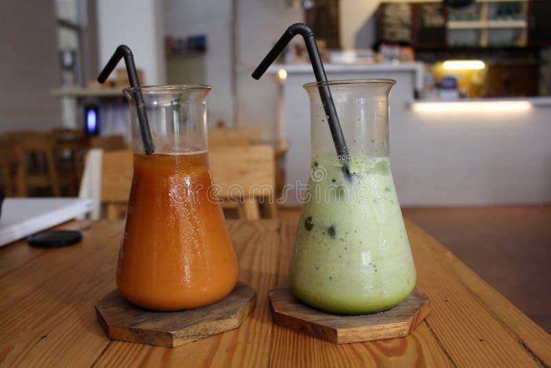 чашки 2 стоковые изображения rf