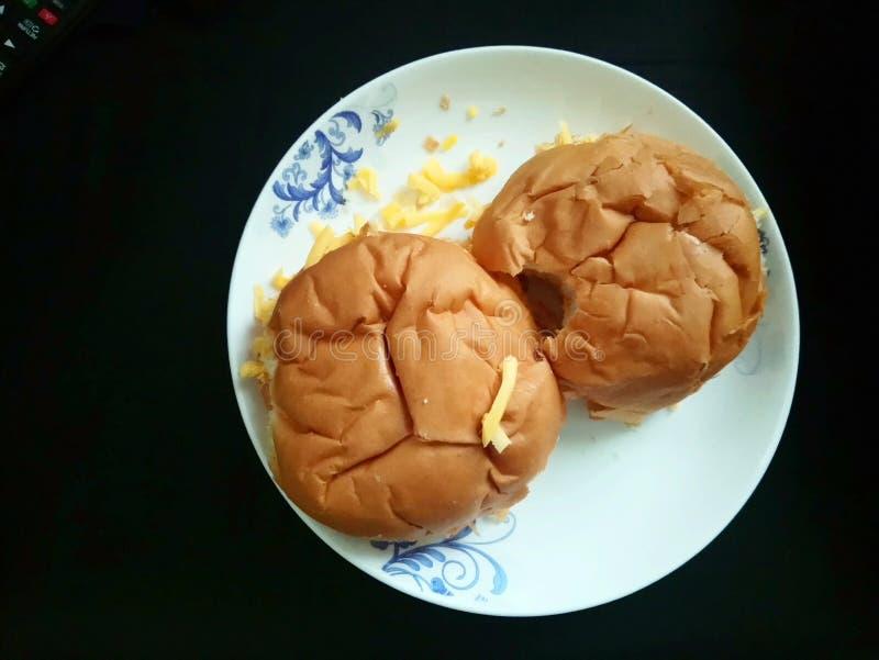 Чеддер плиты сыра плюшек 2 стоковая фотография rf