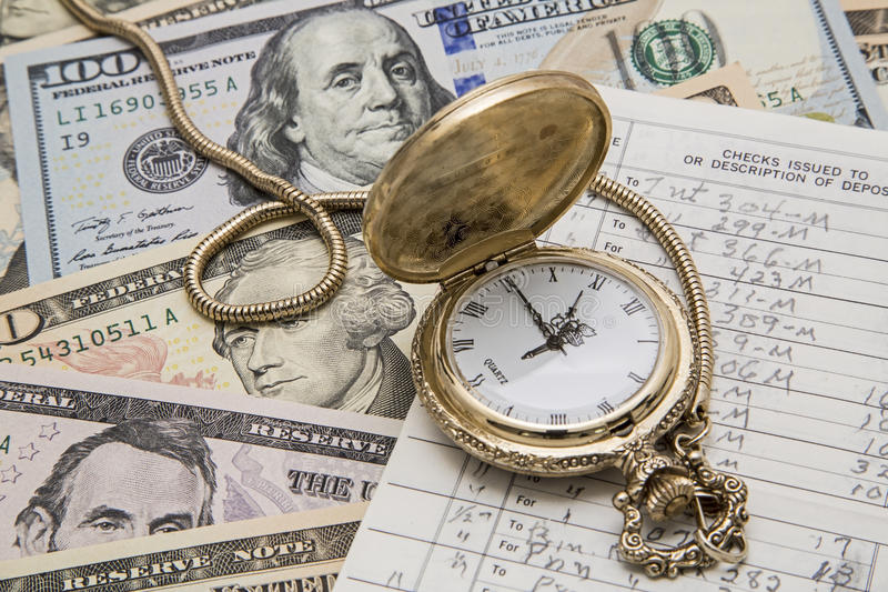 Чековая книжка карманного вахты управления денежными средствами времени стоковые изображения