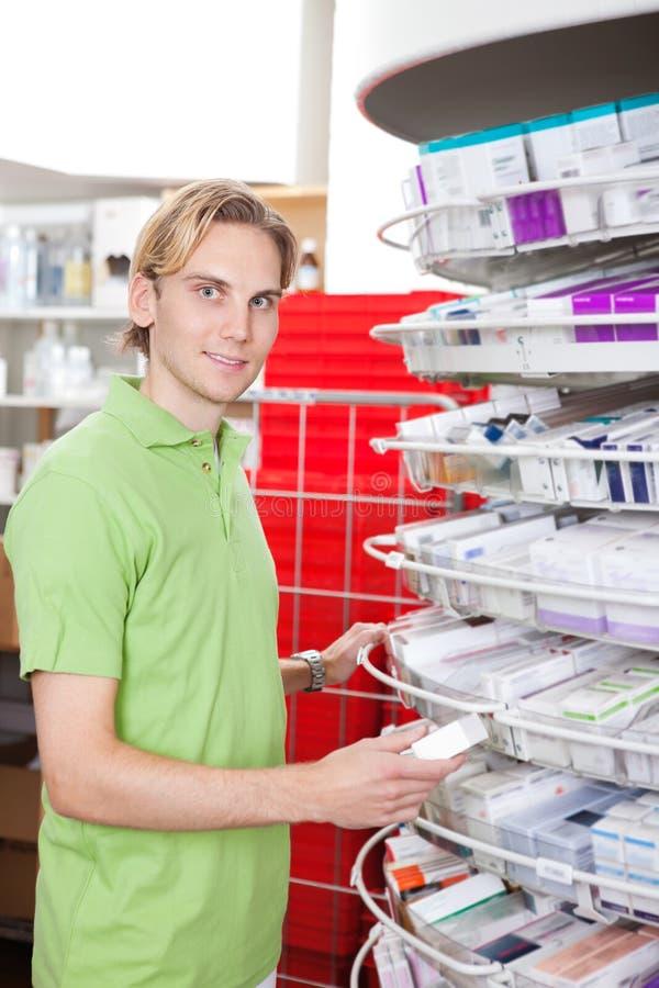 человек аптеки стоковые изображения rf