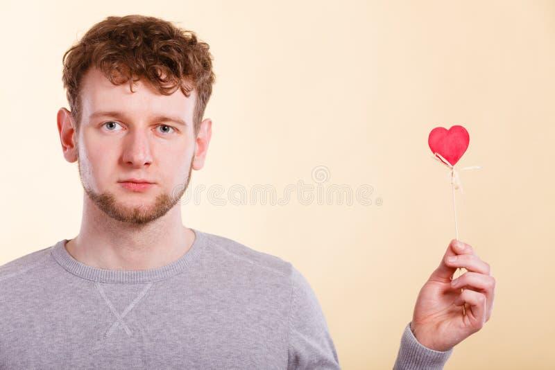 Человек влюбленн в сердце стоковые фотографии rf