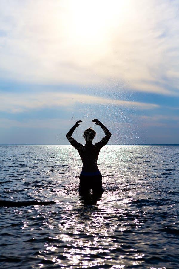 Человек в воде стоковые фотографии rf