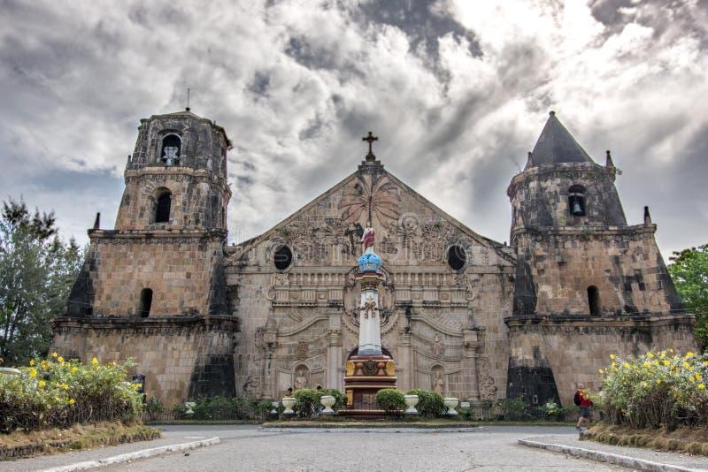 11,2018 человек в марте просыпая вокруг церков Miagao на городе Iloilo стоковые изображения rf