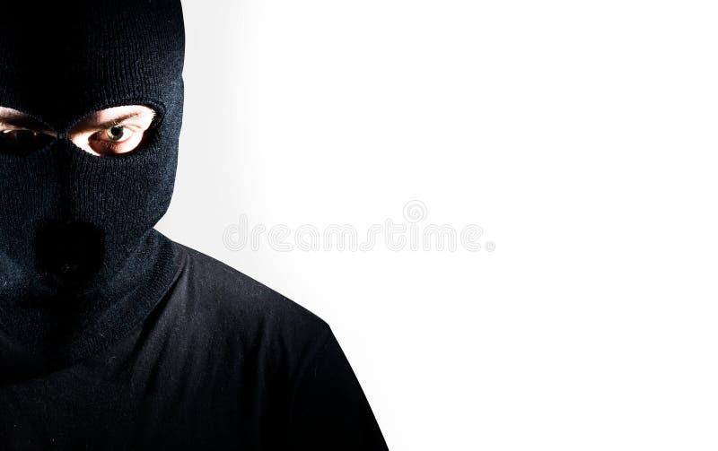 Человек в портрете балаклавы, похититель на белой предпосылке стоковое фото rf