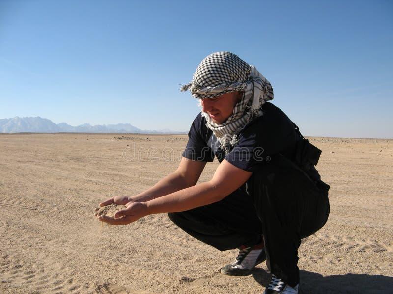 Человек в пустыне стоковые изображения