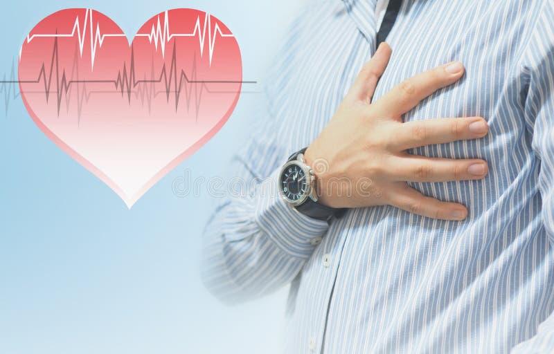 Человек держа его сердце с его рукой стоковое фото rf