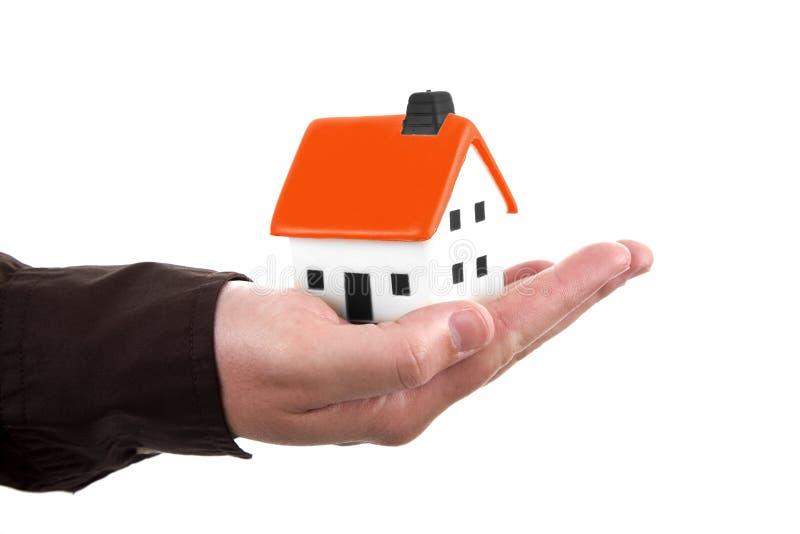 человек дома удерживания руки стоковое изображение
