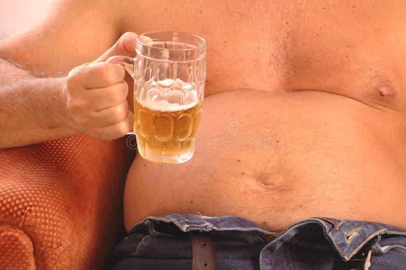 человек живота пива выпивая стоковые изображения