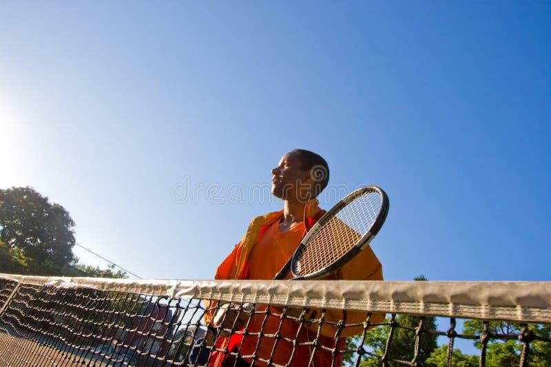 человек играет теннис стоковое фото rf