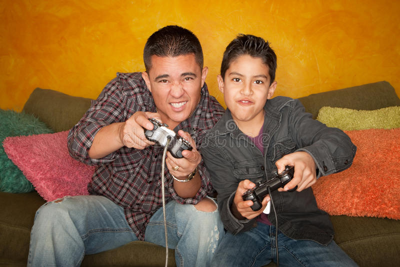человек игры мальчика испанский играя видео стоковые изображения rf