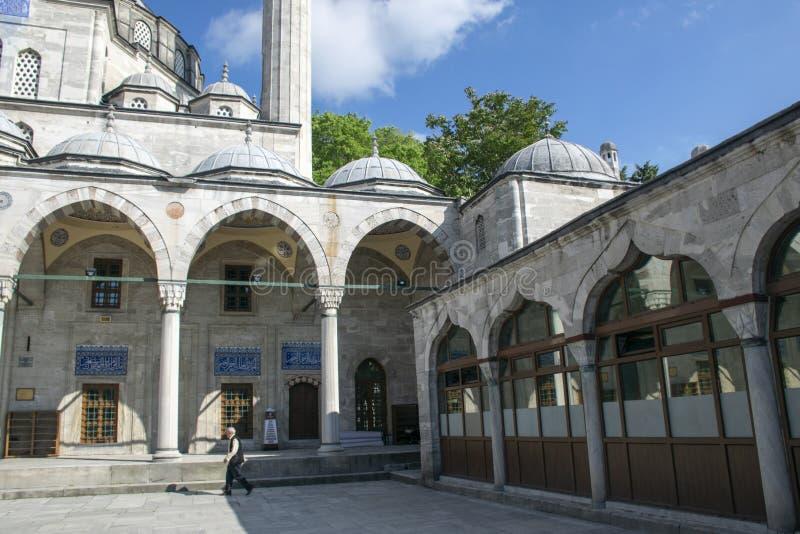 Человек идя внутри мечети стоковые изображения