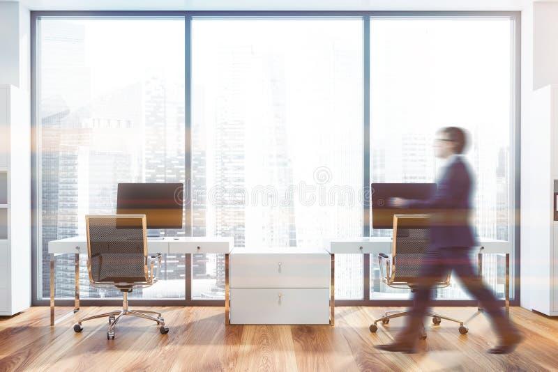 Человек идя в панорамный офис менеджера иллюстрация вектора