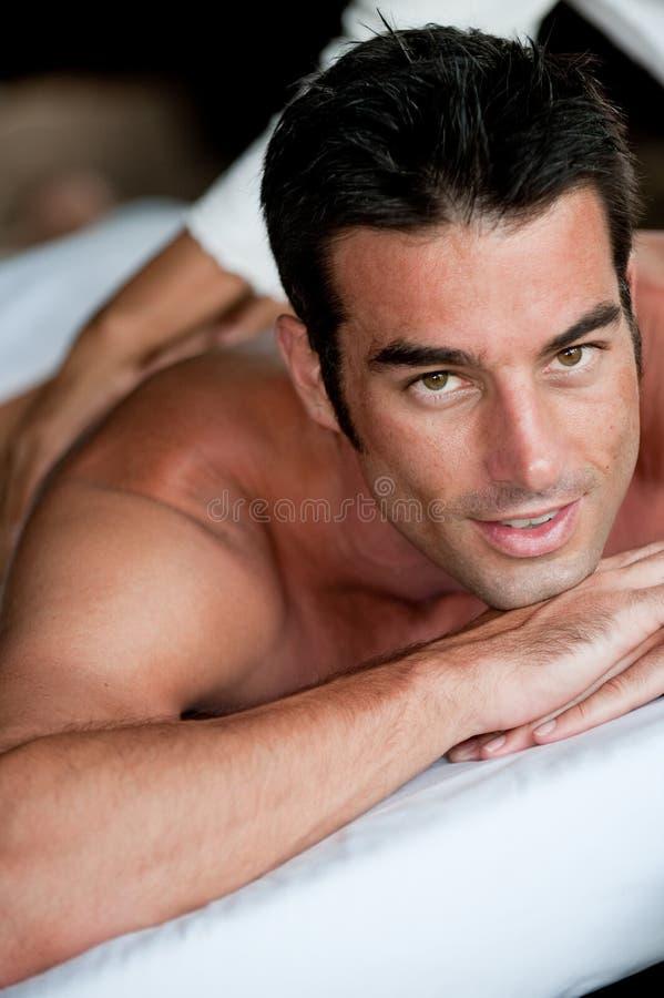 Человек имея массаж стоковые изображения rf