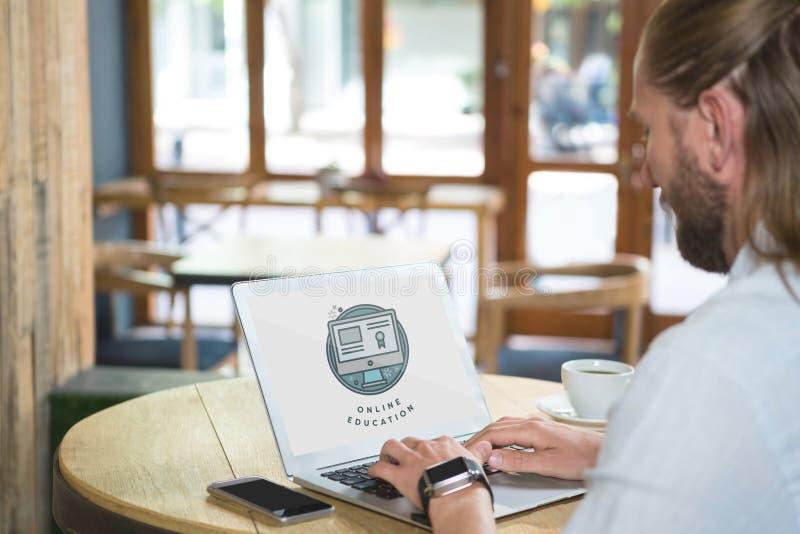 Человек используя компьютер с данными по обучения по Интернетуу в экране иллюстрация вектора