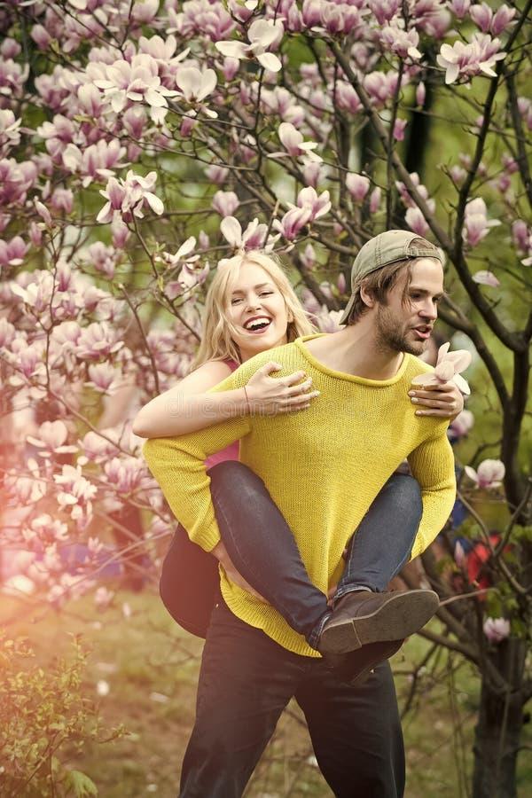 Человек и женщина весной, пасха стоковое изображение