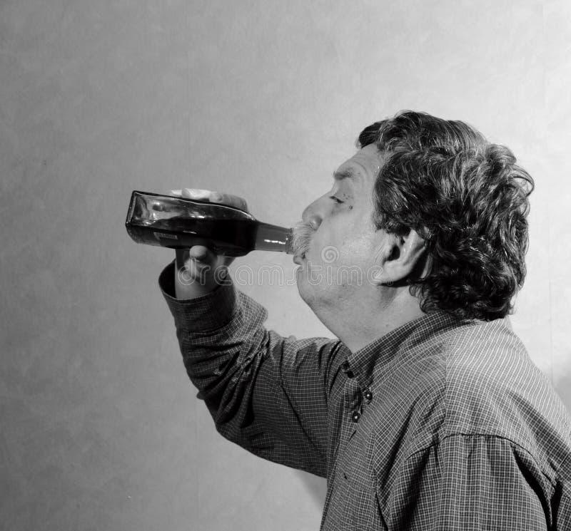 Человек и wiskey стоковая фотография rf