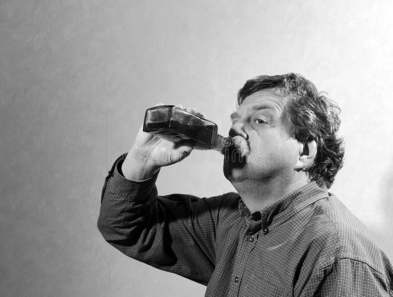 Человек и wiskey стоковые фотографии rf