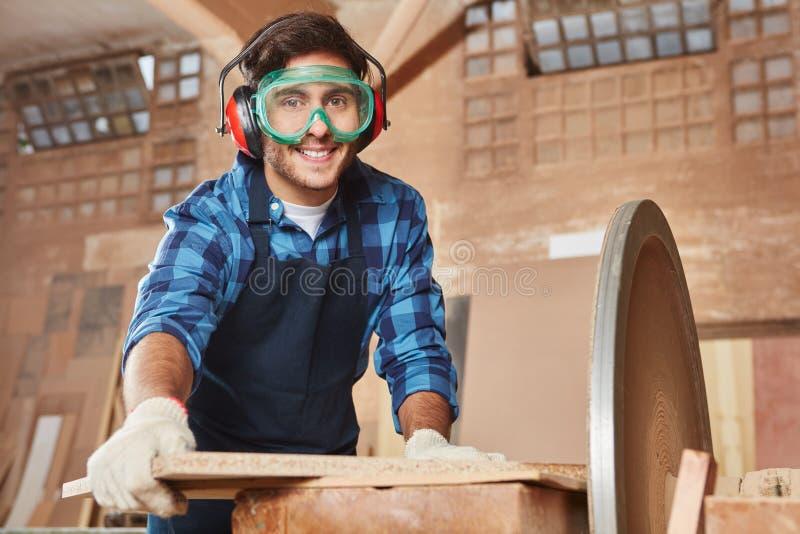 Человек как ремесленник с защитным гуглит стоковая фотография rf