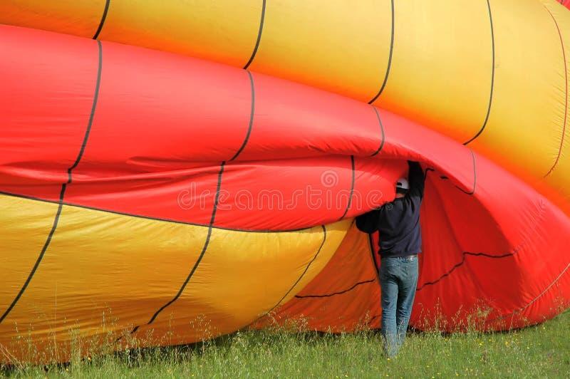 человек мухы baloon воздуха 2 горячий подготовляя стоковое изображение rf