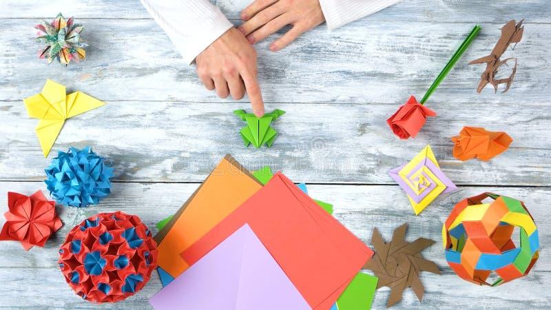 Человек на уроке складчатости origami стоковое фото rf