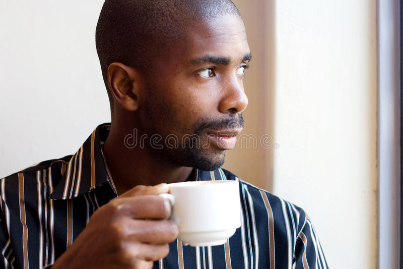 человек питья кофе стоковое изображение