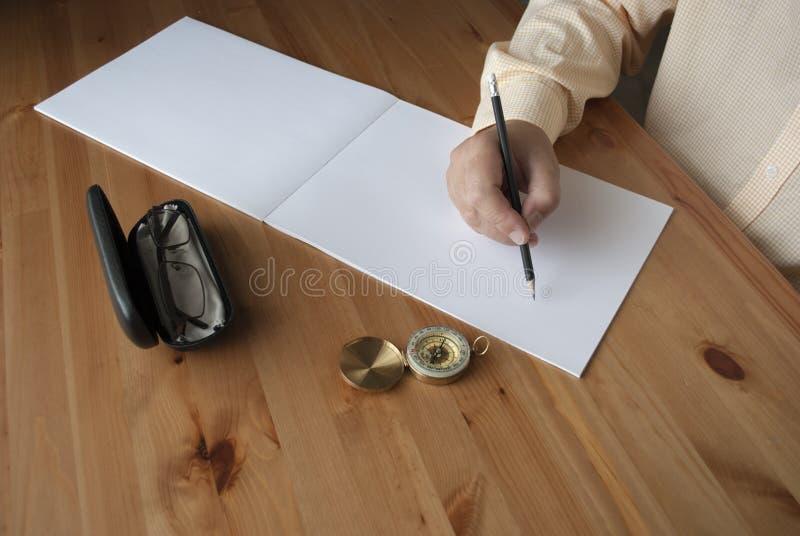 Человек пишет близко вверх стоковое фото rf
