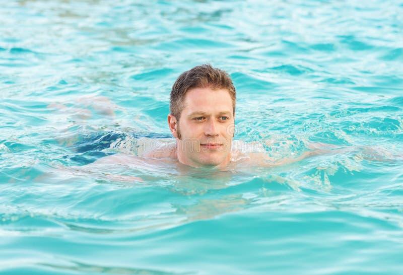 Человек плавает стоковое фото rf