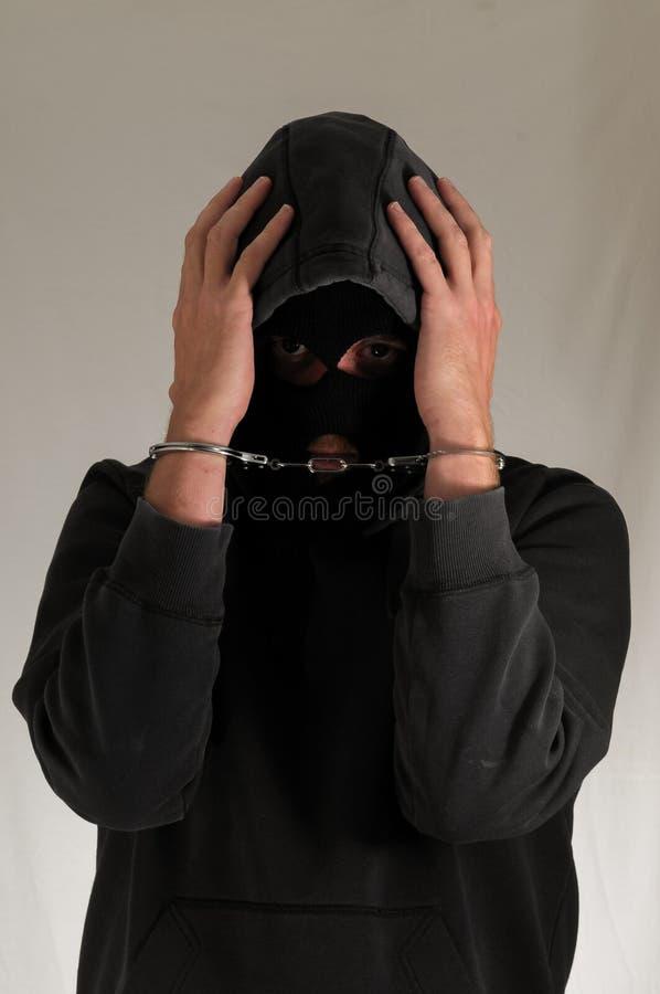 Человек поглощенный в Hancduffs стоковая фотография