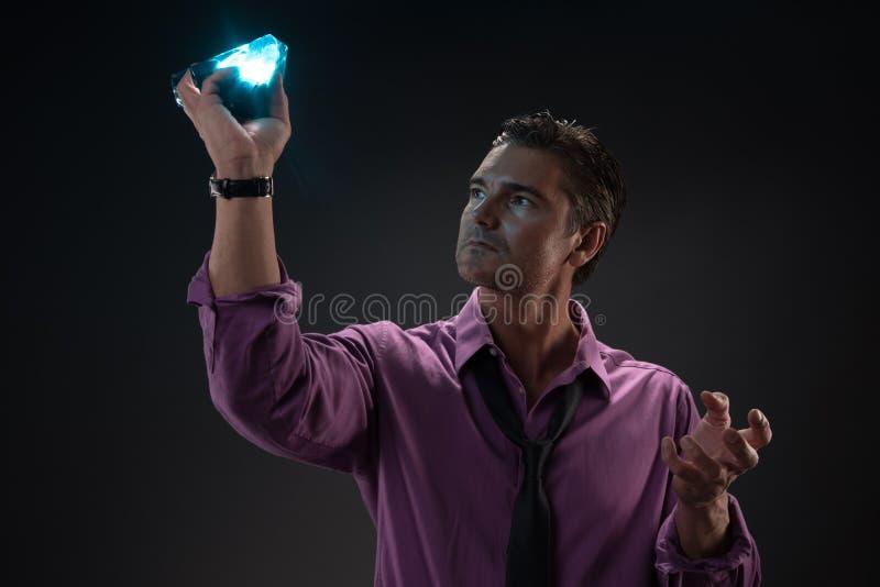 Человек представляет для камеры стоковое фото rf