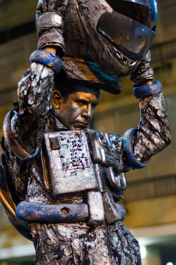 Человек представляя как живущая статуя на празднестве стоковая фотография rf