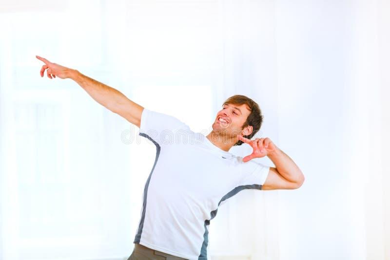 человек представляя sportswear стоковое фото rf