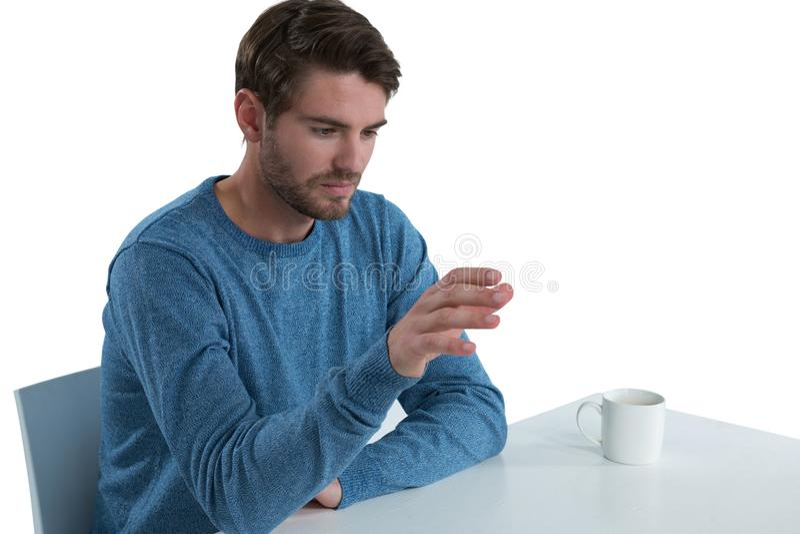 Человек претендуя использовать незримый экран стоковое фото