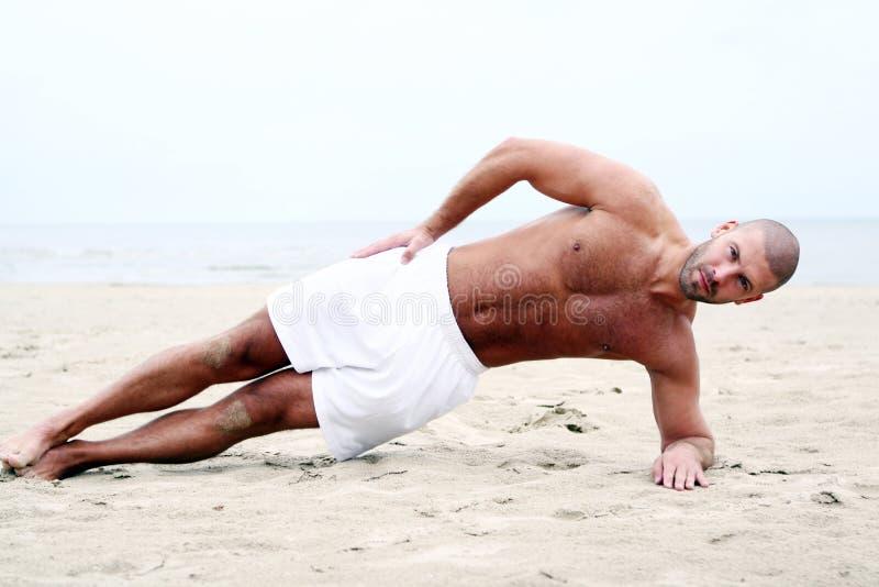 человек привлекательного пляжа счастливый стоковые изображения