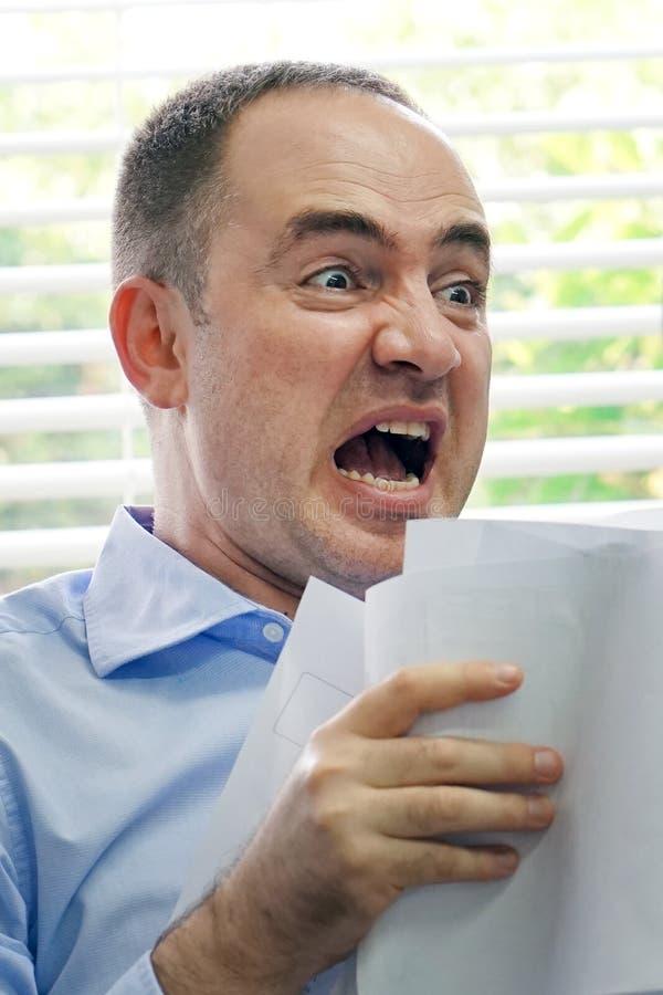 Человек работника офиса под стрессом стоковая фотография