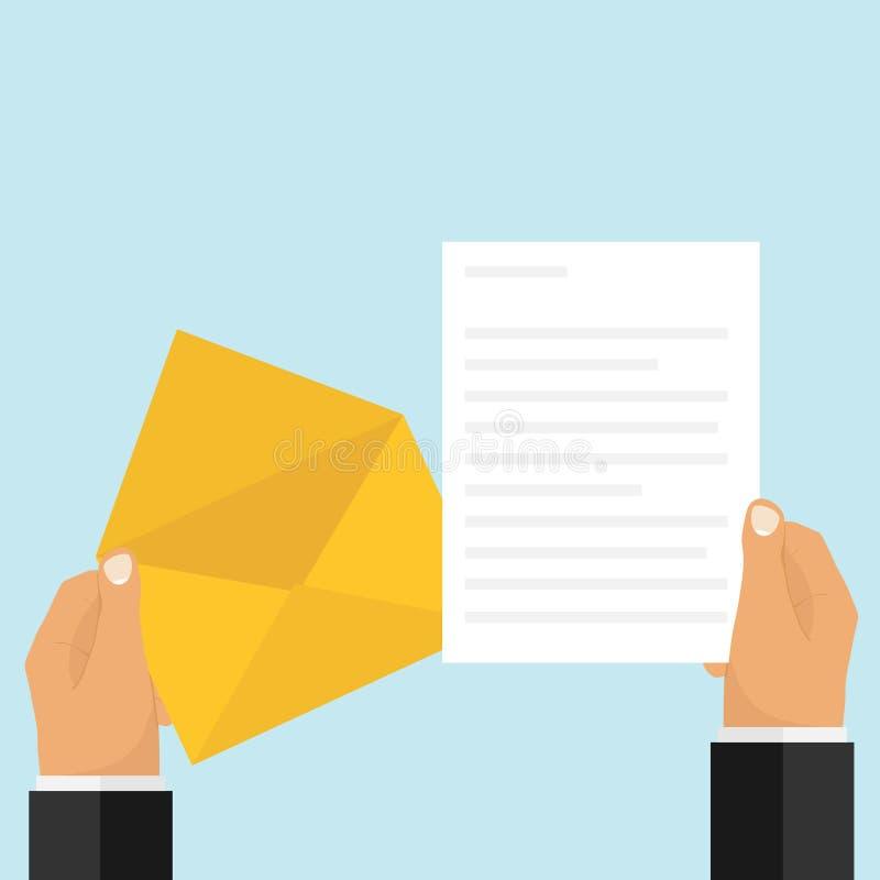 Человек раскрыл конверт и прочитал письмо Рука держит конверт и письмо бесплатная иллюстрация