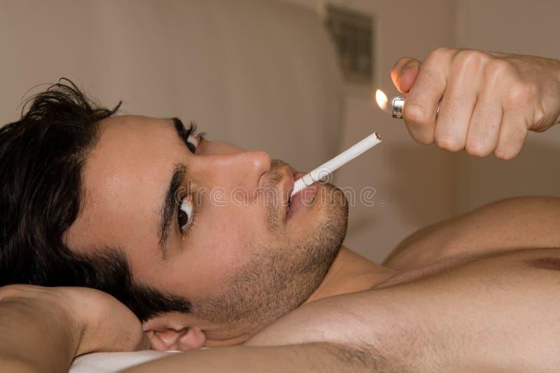 человек сигареты стоковая фотография rf
