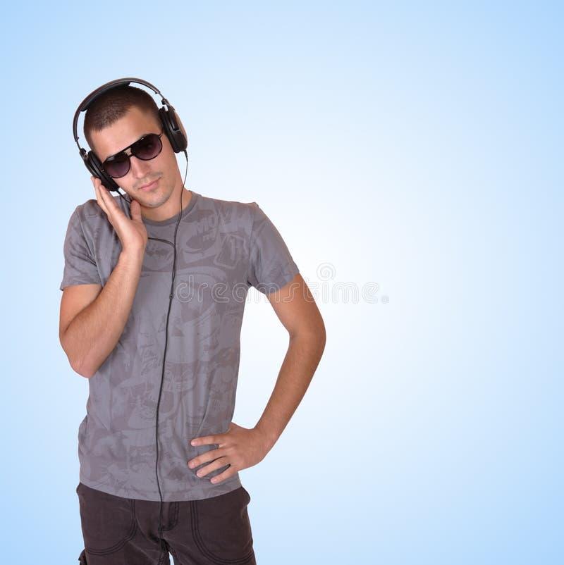 Человек слушает к нот стоковое фото rf
