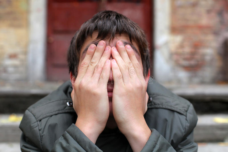 человек спрятанный стороной стоковое фото