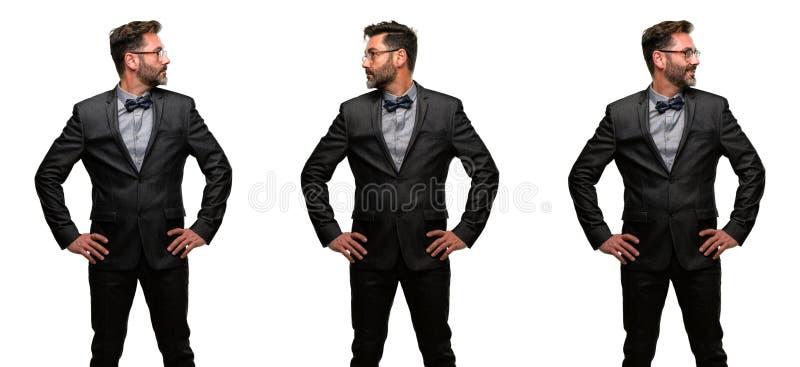 Человек среднего возраста нося костюм стоковое фото