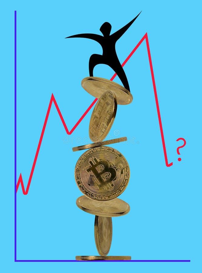 Человек стоит на пирамиде bitcoins стоковые фото
