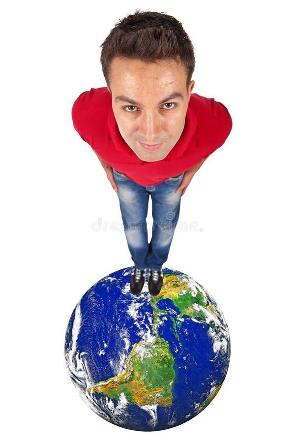 Человек стоя na górze глобуса стоковое фото