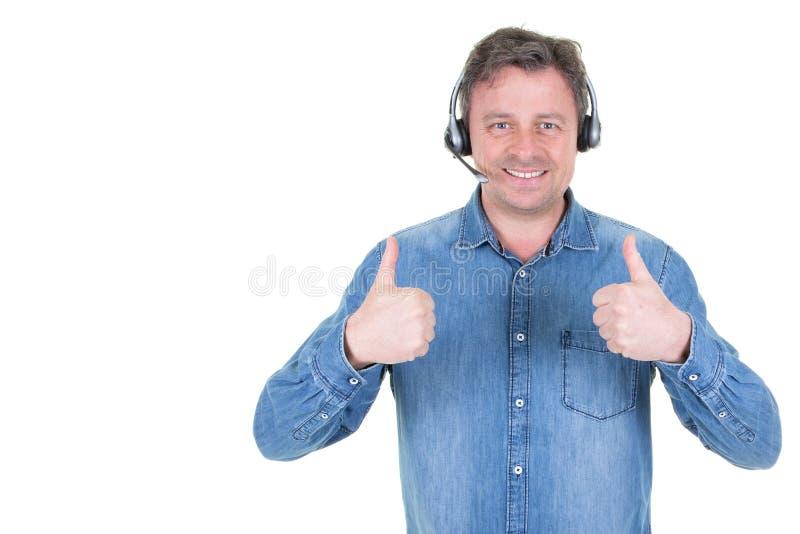 Человек счастливого обслуживания клиента телефонистов репрезентивный в центре телефонного обслуживания стоковые изображения rf