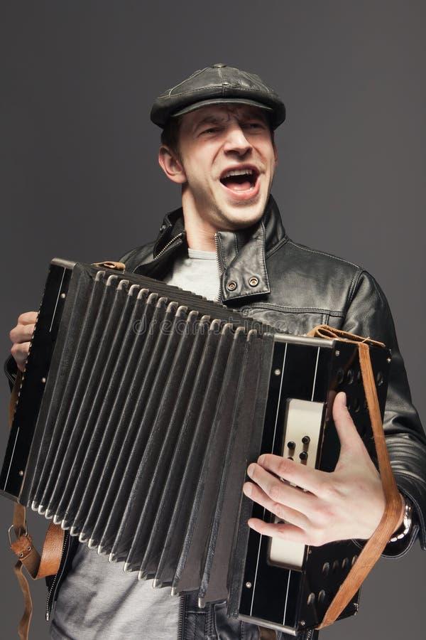 Человек с аккордеоней стоковые изображения