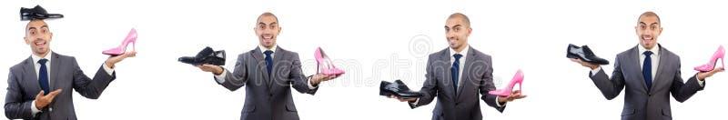Человек с ботинками изолированными на белизне стоковые фото