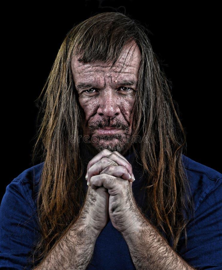 Человек с длинними волосами стоковое фото