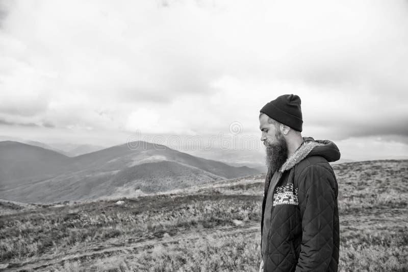 Человек с длинной бородой и усик внешний стоковое изображение rf