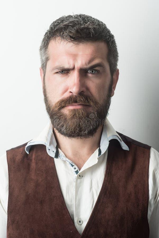 Человек с длинной бородой и усик на грустной стороне стоковая фотография