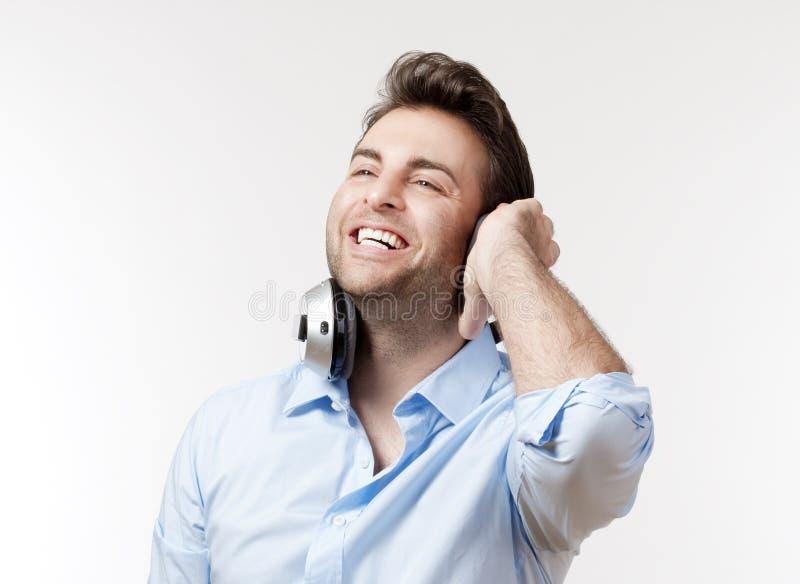 Человек с наушниками стоковые фотографии rf