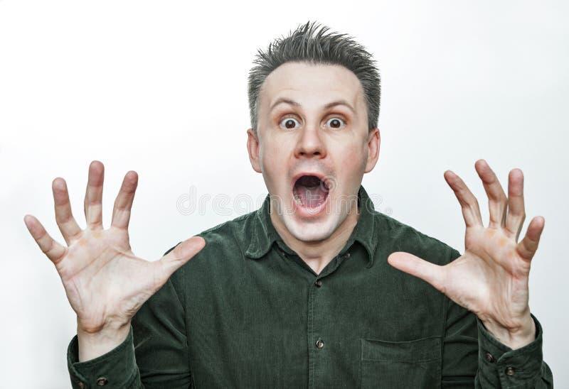 Человек с сотрясенным, изумленным выражением изолированный на белой предпосылке стоковая фотография rf